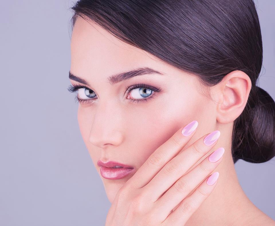 Blue-eyed Woman, rose nails and lipstick, Closeup